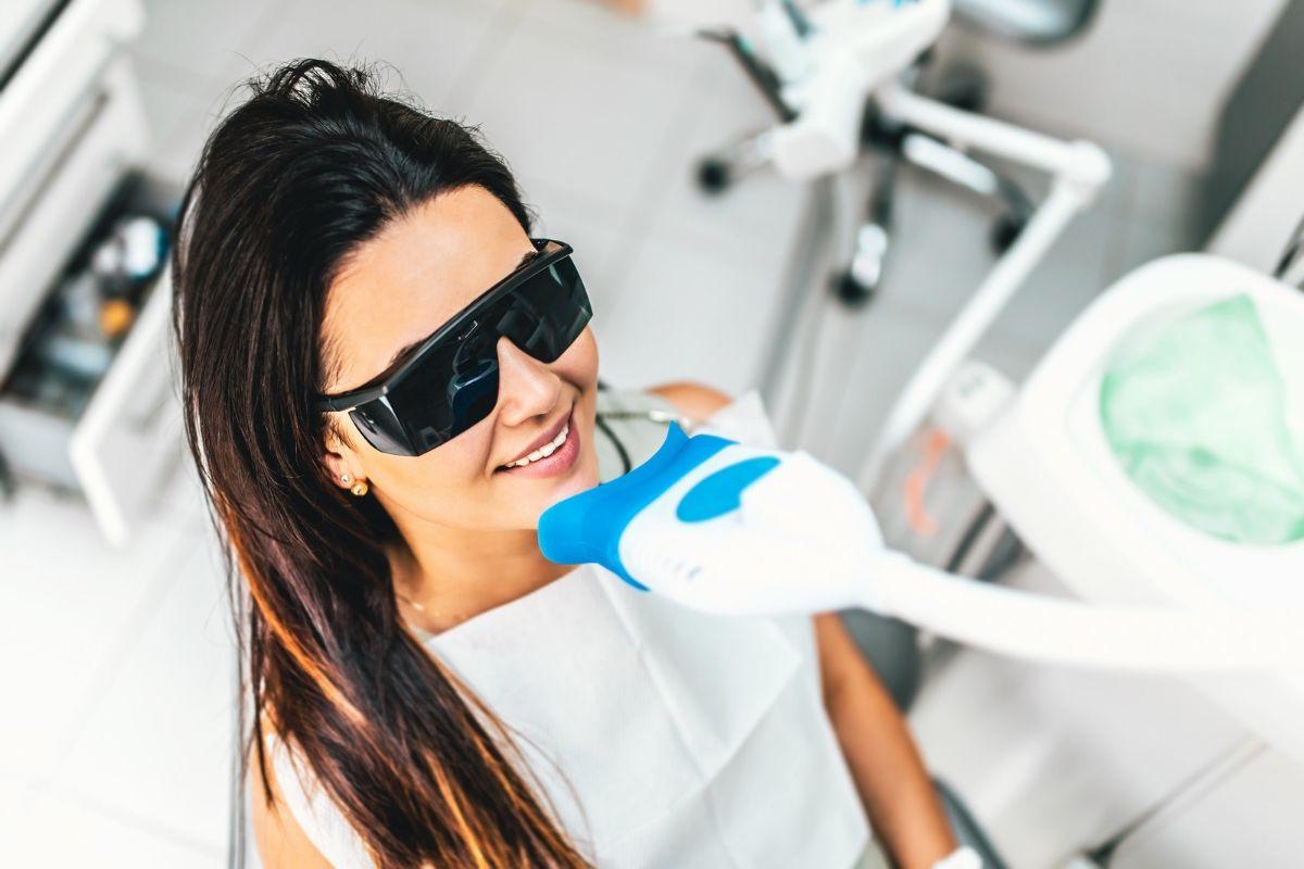 Wybielanie zębów – śnieżnobiały uśmiech w kilka chwil